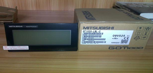 GT10新产品发售! GT1050GT1055 5.7寸 兼具GT10的轻巧和GT11的便利,2种机型 单色(白/蓝)型和256色彩色型,背面USB端口; GT1040/GT1045 4.7寸 320(W)X240(H)2种机型 单色(白/蓝)型和256色彩色型,背面USB端口 GT1030 3色高亮度LED背光灯,光照下显示清晰,宽屏显示, 4.